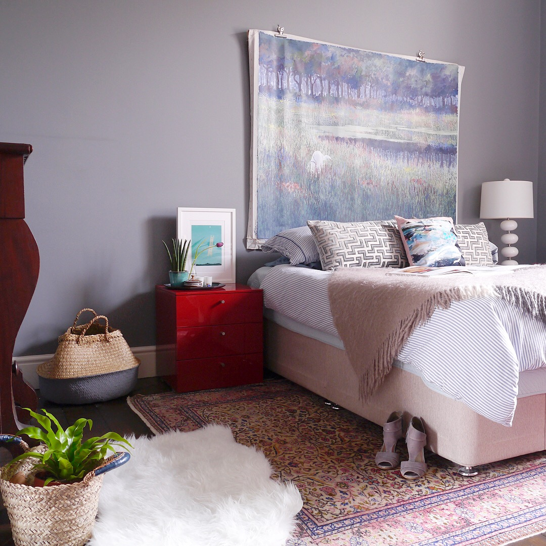 Liznylon_bedroom_ready_for_a_revamp.JPG
