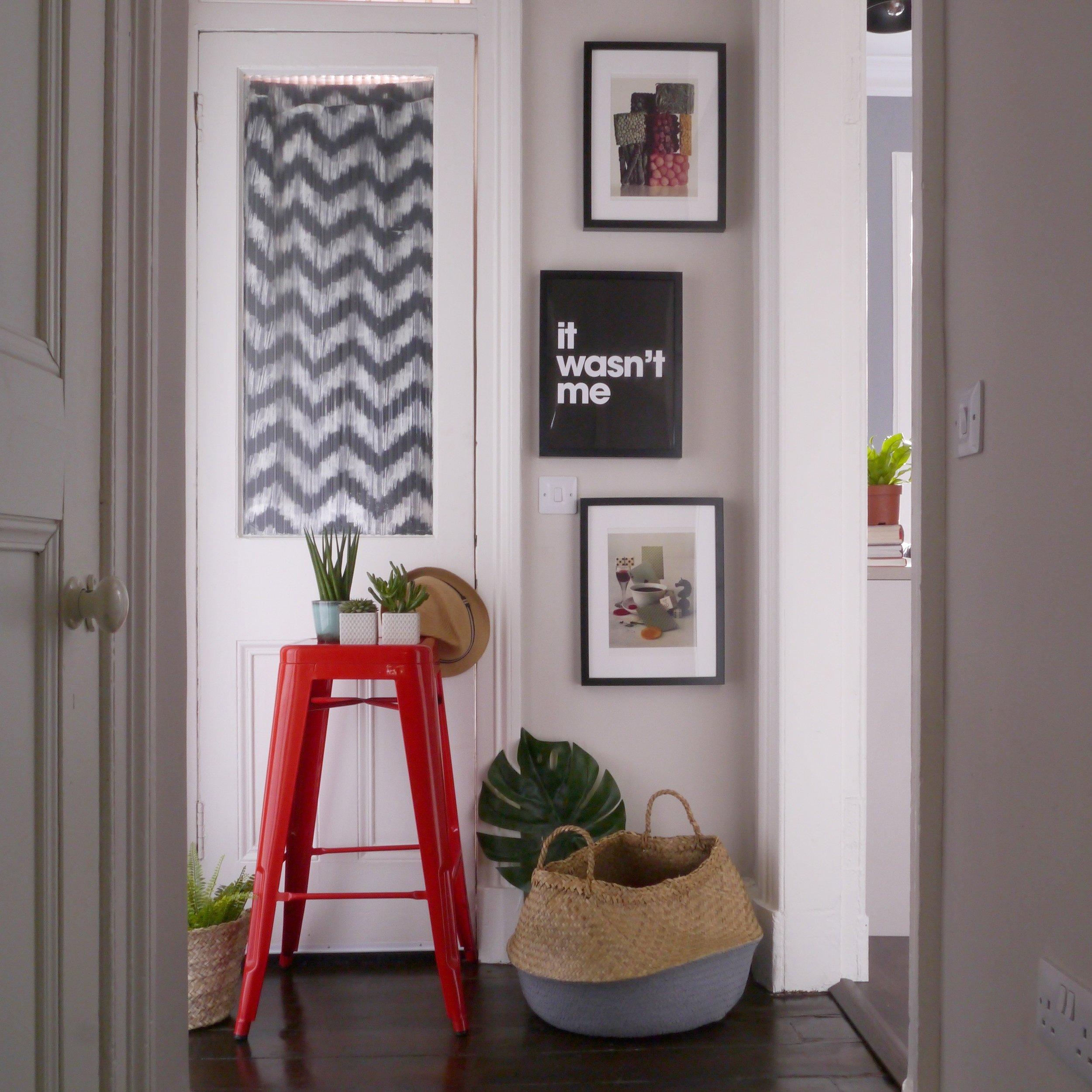 Liznylon_hallway_with_plants_and_artprints.jpg