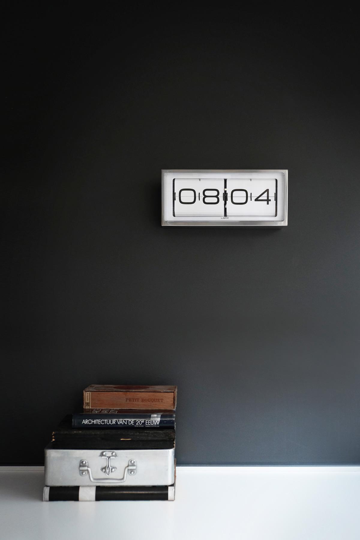 LEFF-amsterdam-Brick-24H-Silver-Clock.jpg