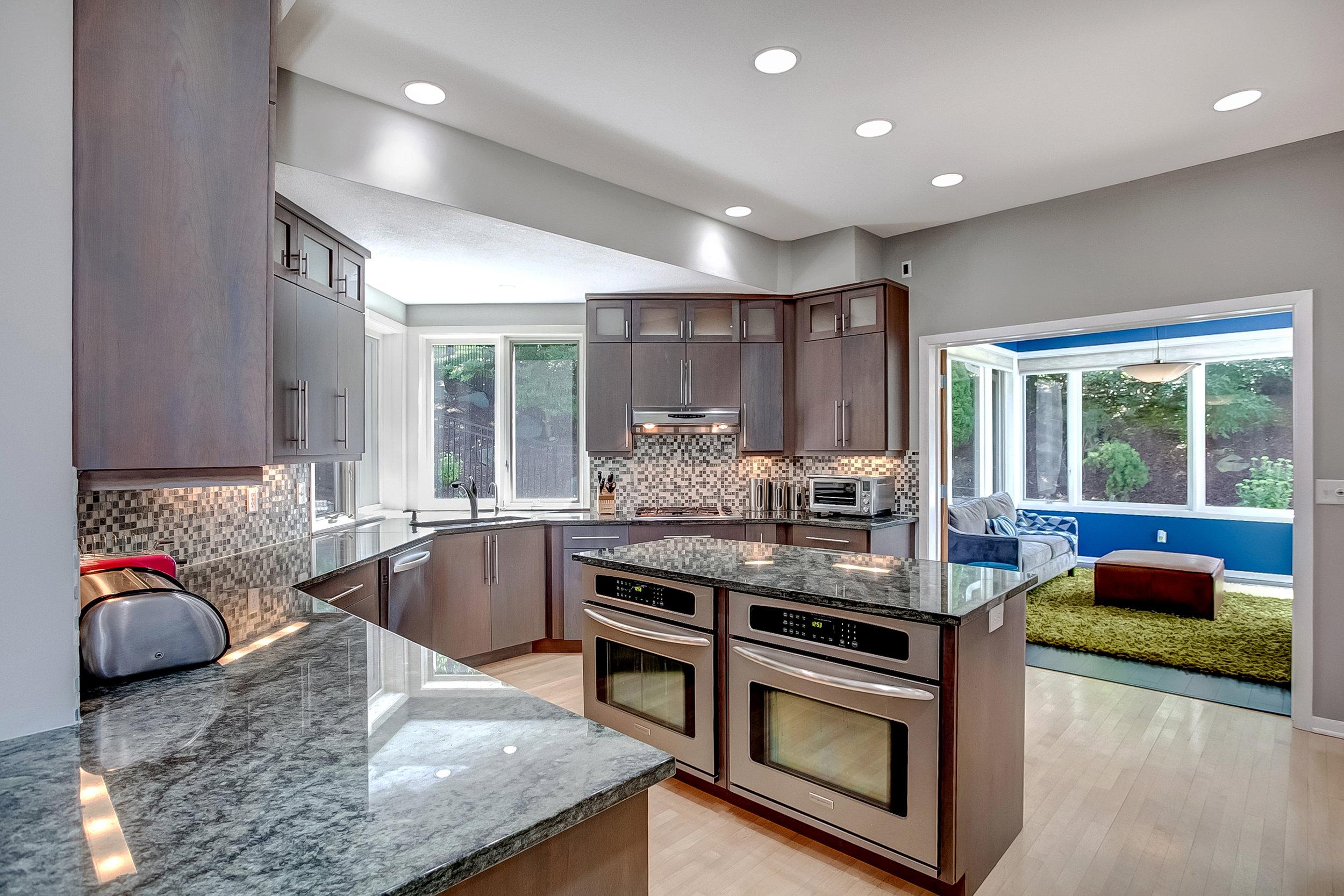 kitchen from dinette.jpg