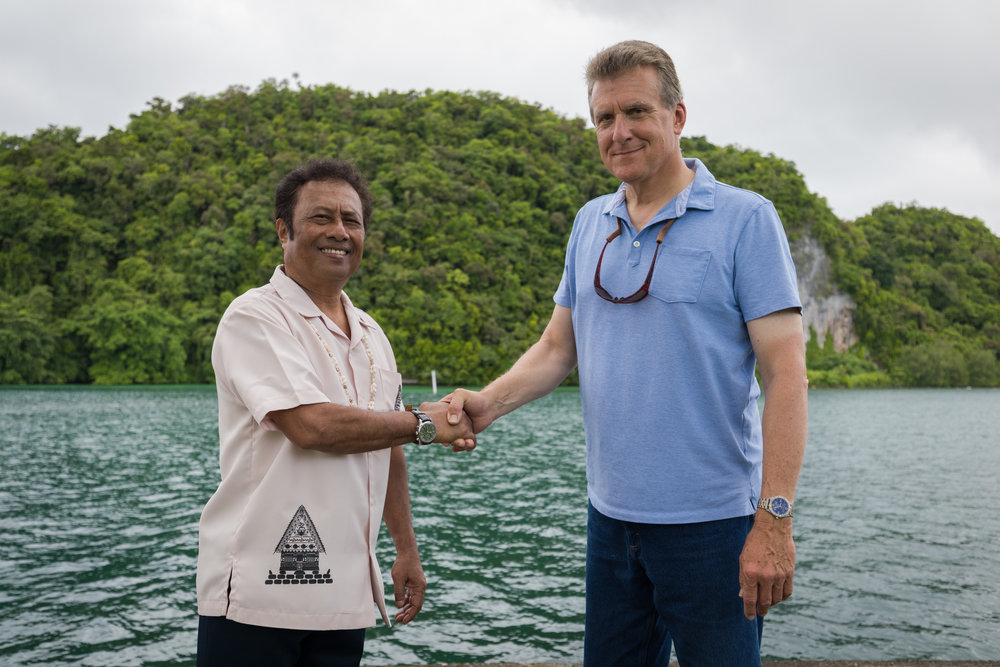President Tommy Remengesau meets American Conservationist Mike Sutton.