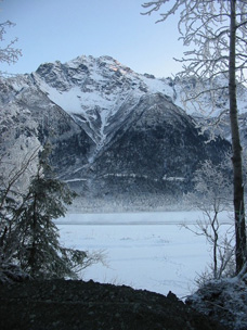 Winter_scene_of_Pioneer_Peak_Knik_RiverTN.jpg