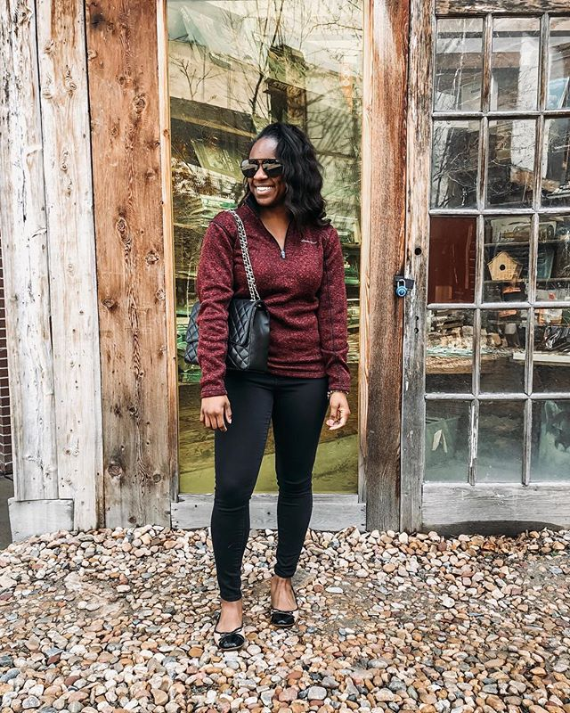 A casual comfy Saturday for city exploring! What are you up to this weekend?! #ladyoutloud . . . . . . . #saturdaystyle #weekendwear #mystyle #realoutfitgram #styleinfluencer #whatiwore #currentlywearing #realgirlstyle #lovethislook #styledbyme #everydaystyle #denverbloggers #whatiworetoday #neutralstyle #allsmiles #wander #wearitloveit #stylehunter