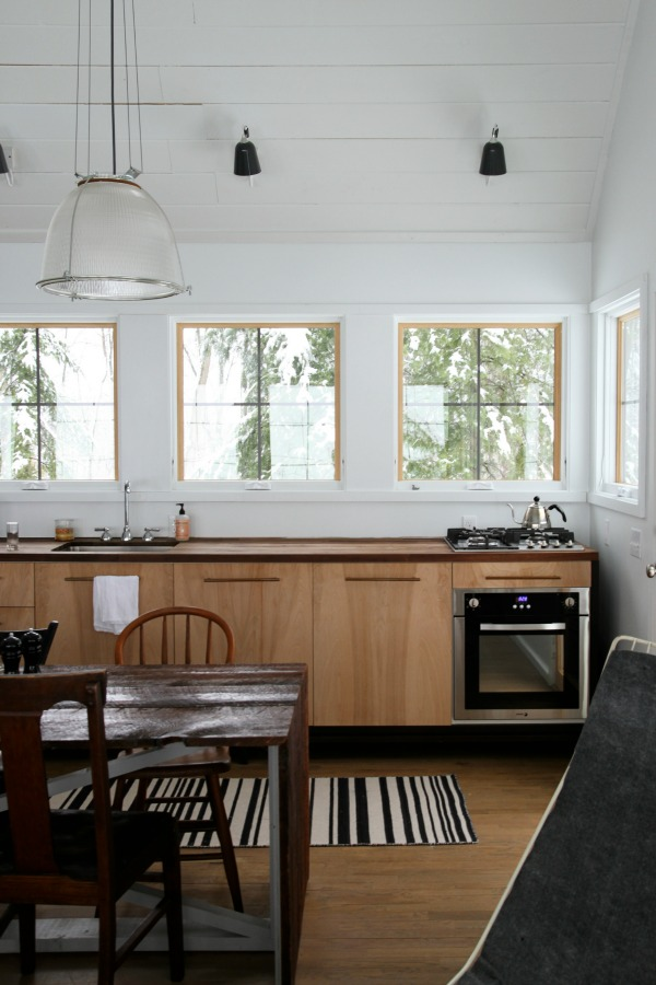 http://www.housetweaking.com/2016/04/18/8-space-saving-ideas-to-steal/