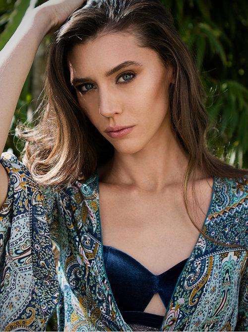 amora_beauty_studio_female_model_makeup__artist_headshot_miami.jpg