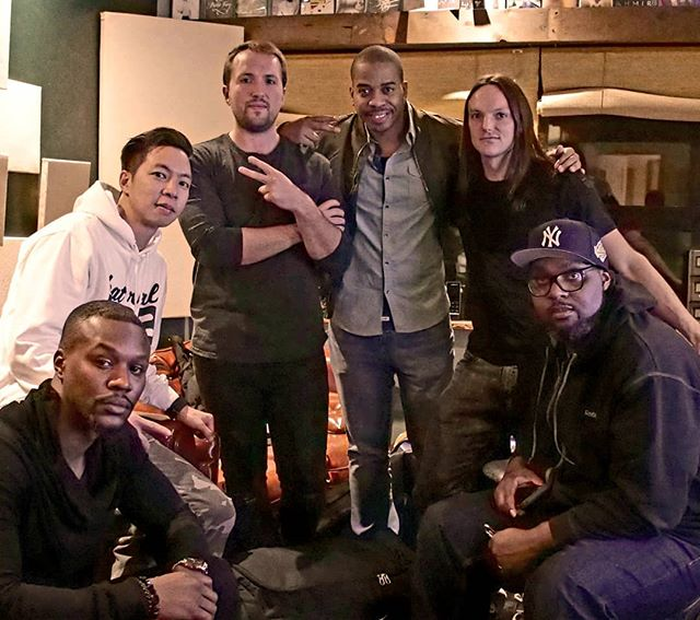 Still puttin' in the work with our manager and @uglyduckstudios! New music, new videos and new Covers Collection Vol. 9 coming out in Japan on 12/7 on @manhattan_records 😎