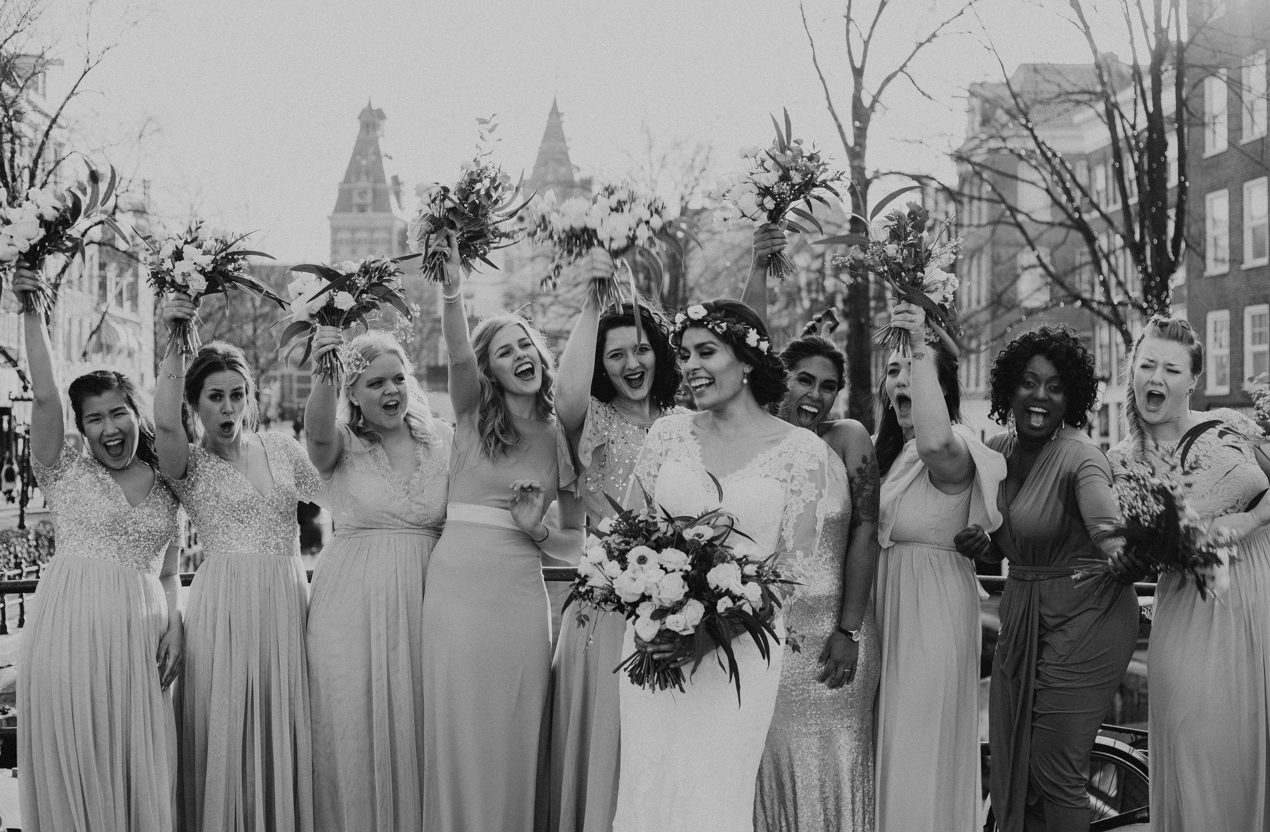 Bridesmaids bouquets natural tones