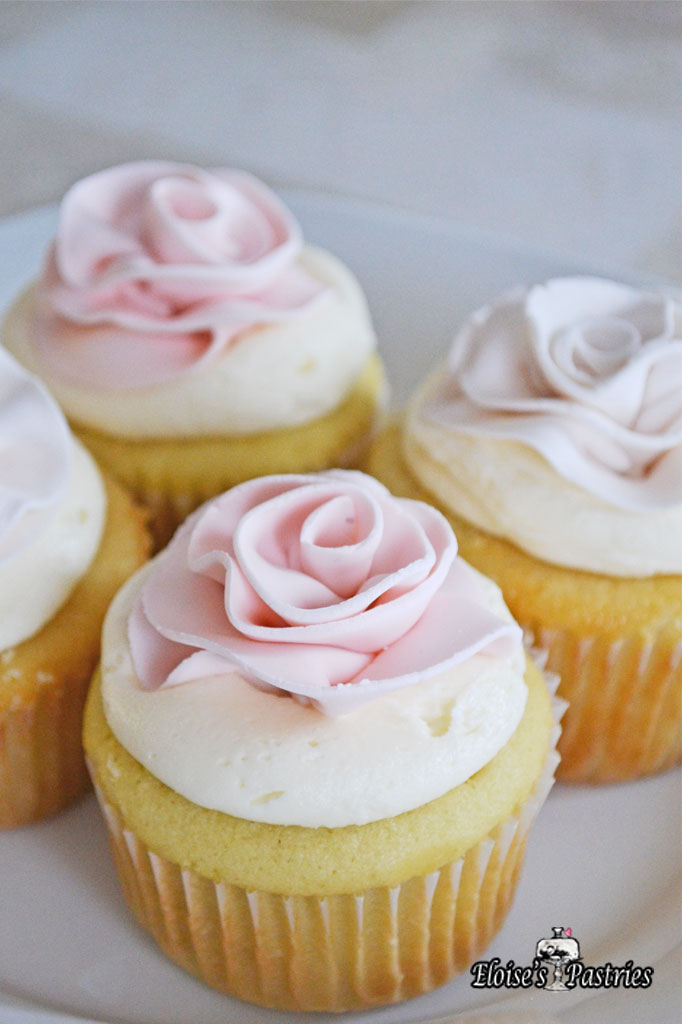 Fondant Rose Topped Cupcakes