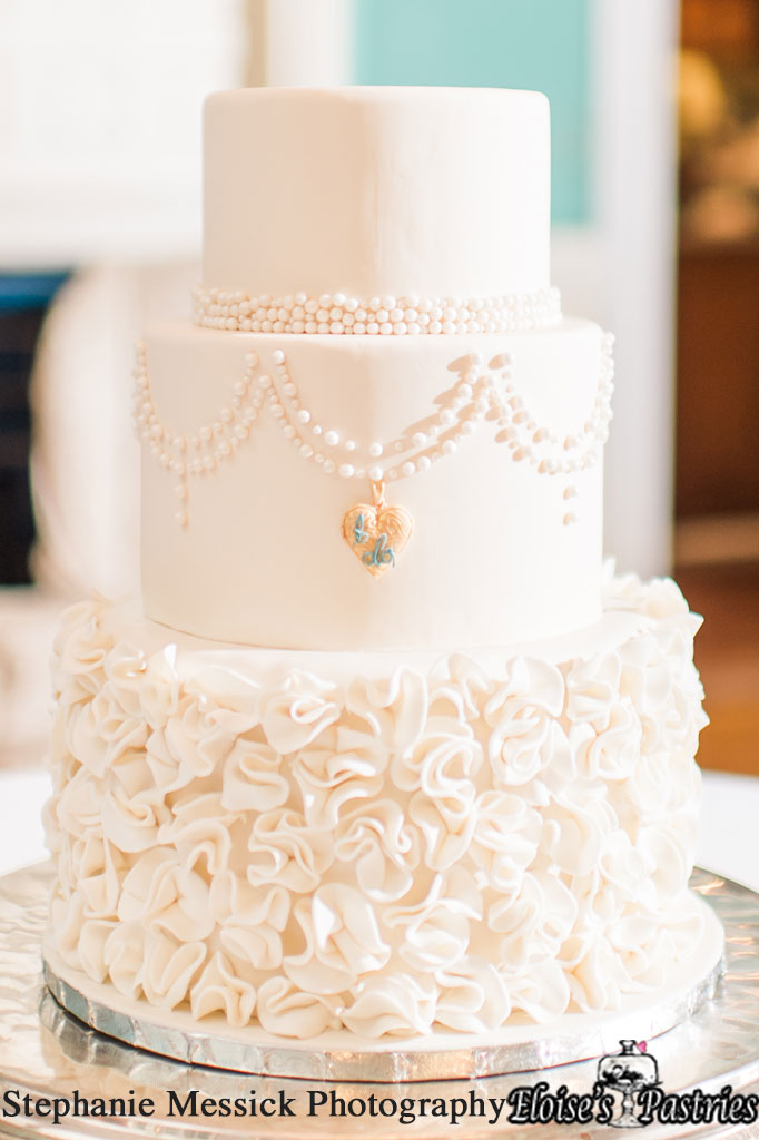 Flowers and Pearls Laced Wedding Cake