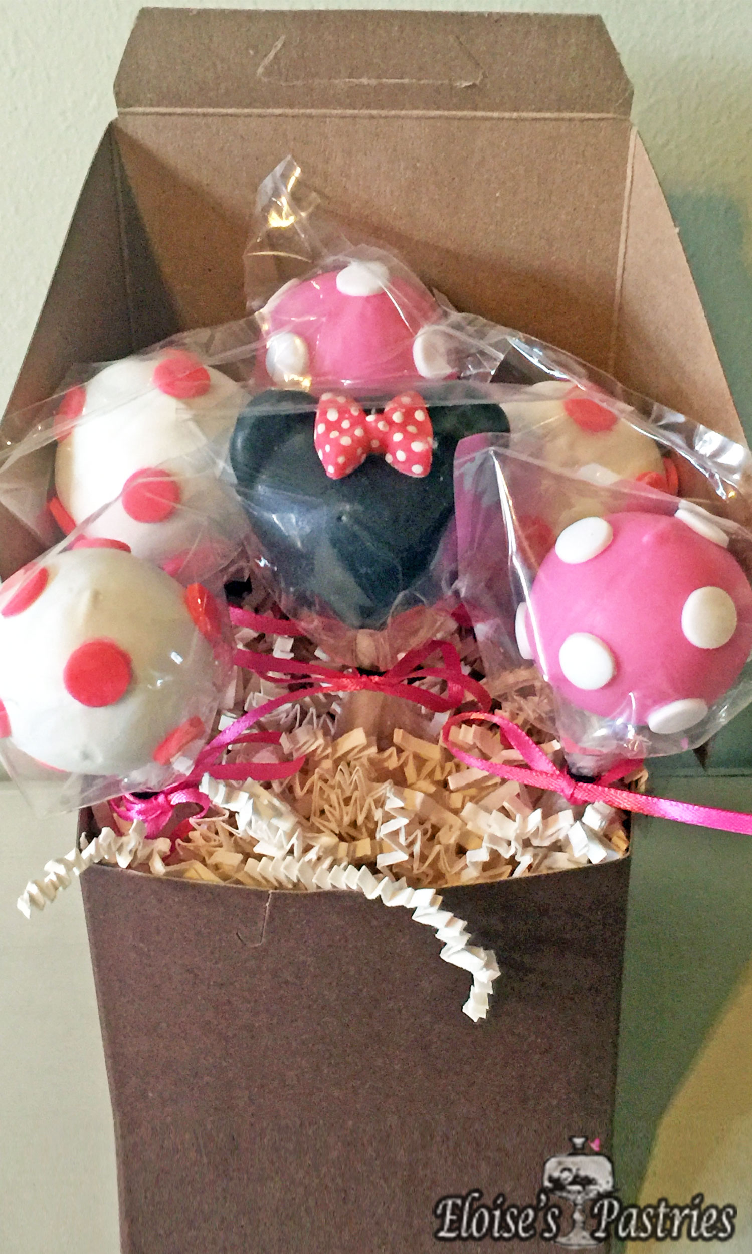 Minnie Mousse Cake Pops