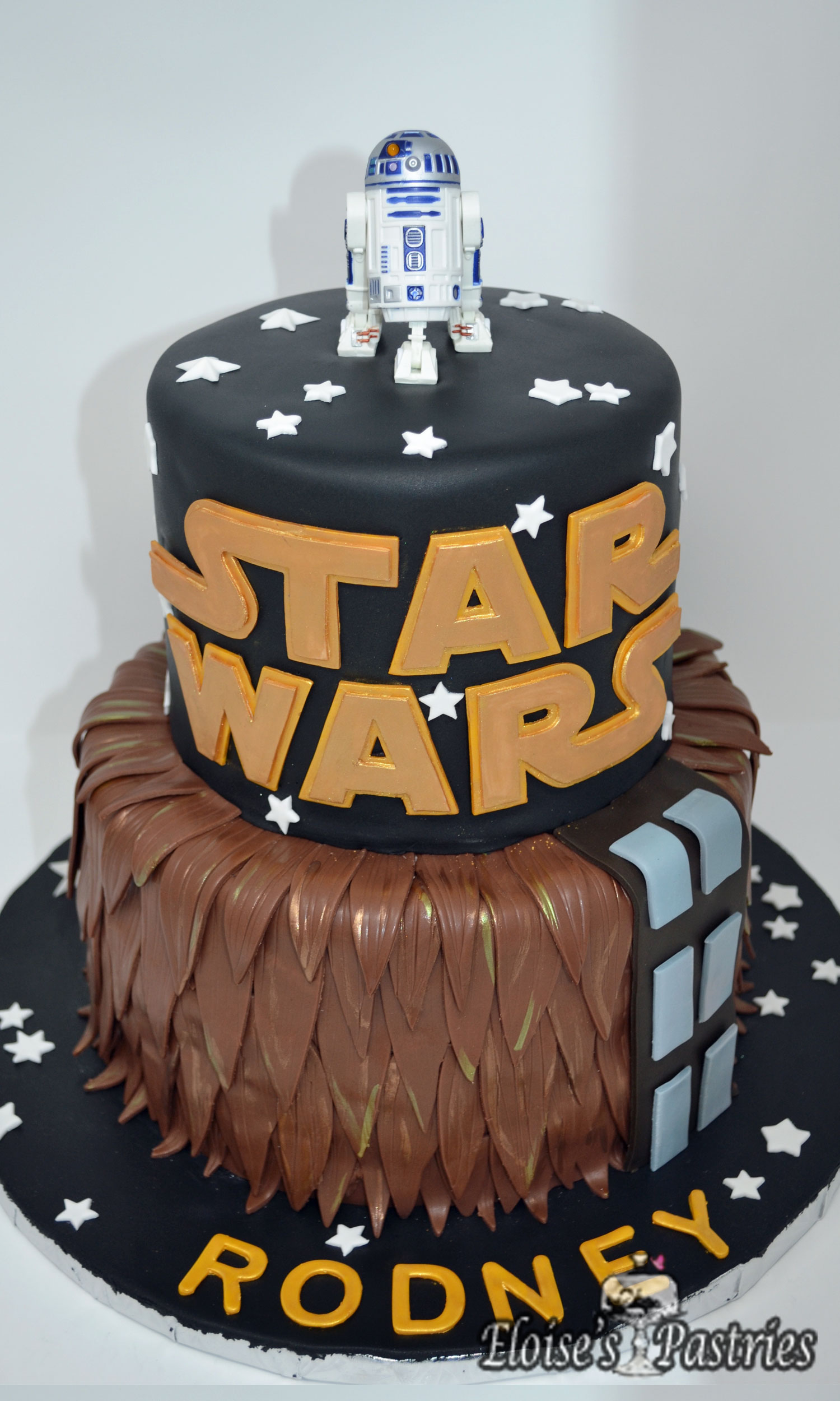Star Wars - Chewbacka and R2D2 Birthday Cake