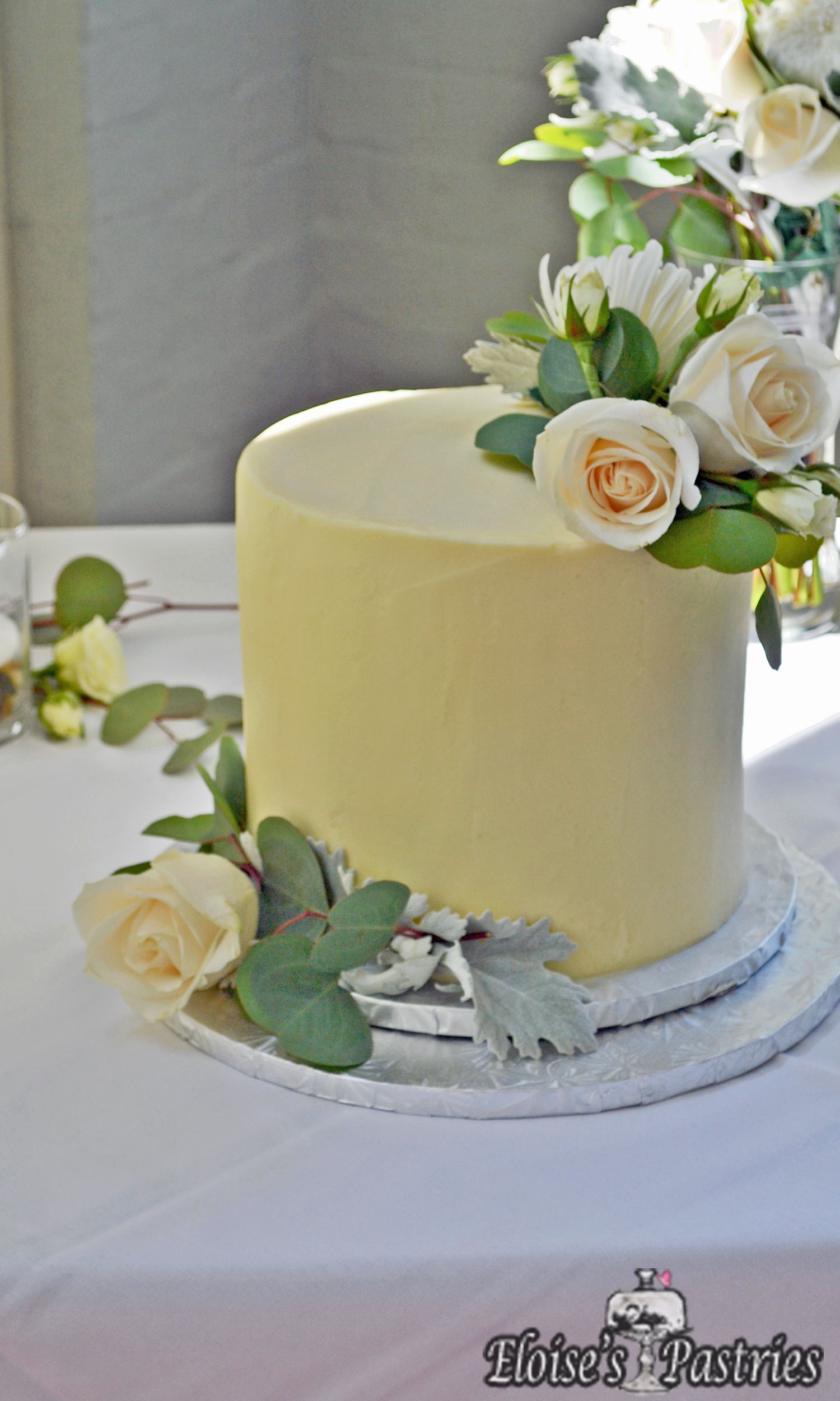 Modern and Simple One Tier Wedding Cake