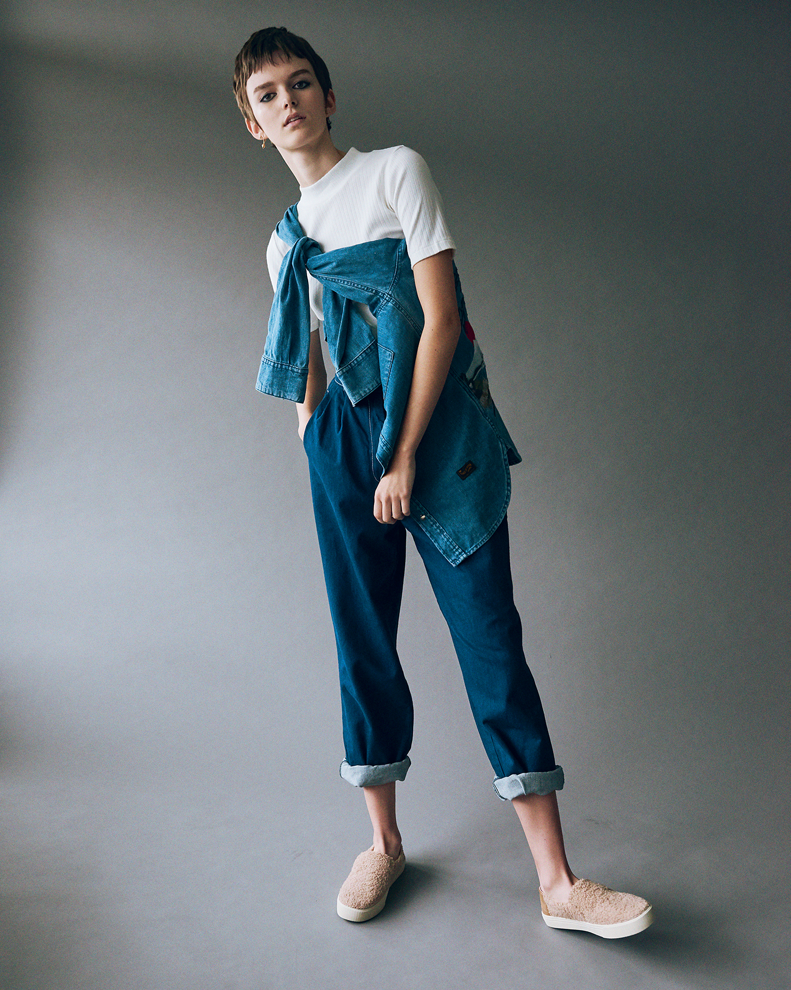 White top with col  Kings of Indigo . Wide jeans veggie denim  Kings of Indigo . Mens shirt with embroidery at the back  Kings of Indigo . Teddy slip-on  Toms . Earrings J ulia Otilia