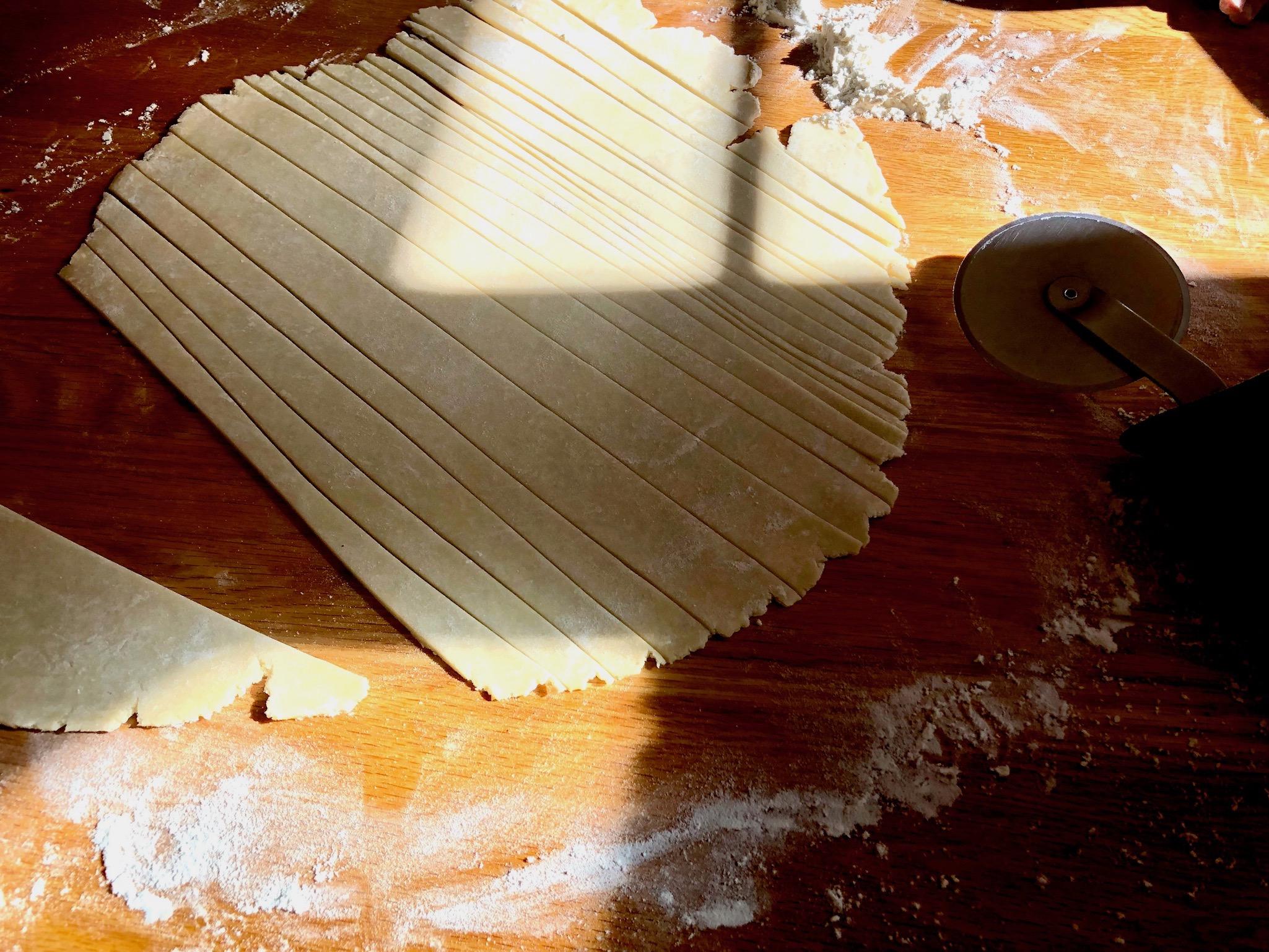 tutorial whimsical braided lattice for pie: beneath the crust