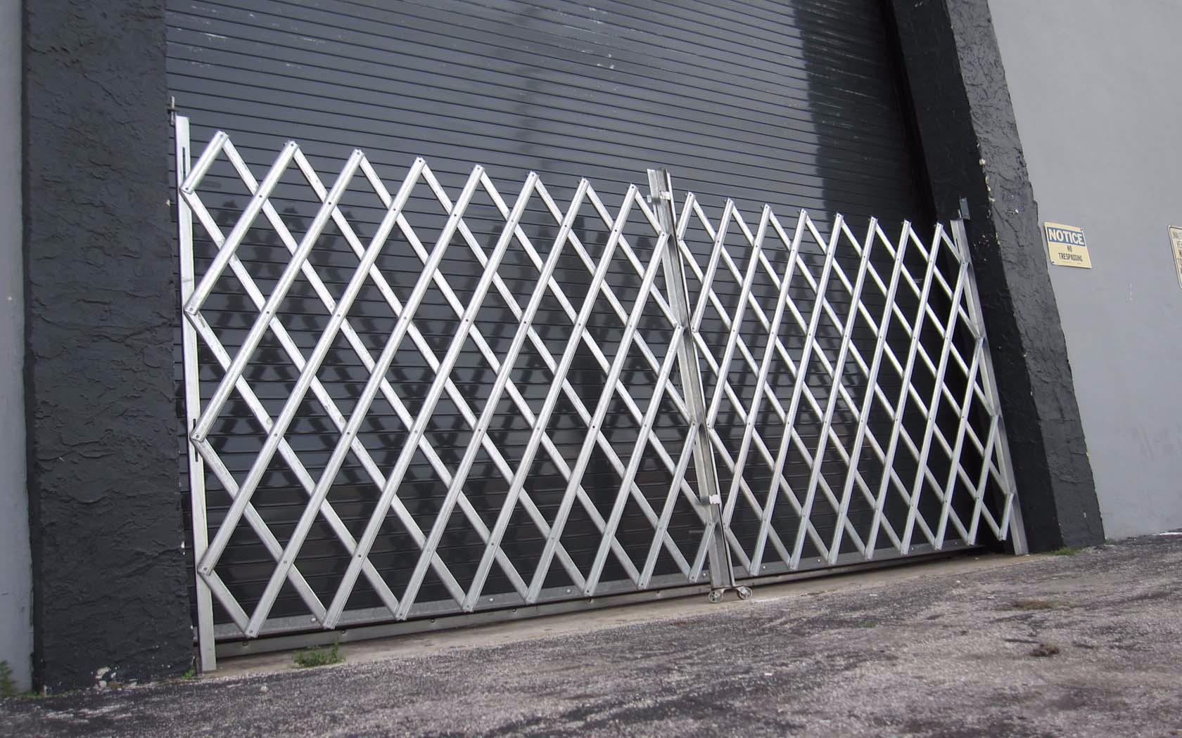 Scissor/Folding Gate