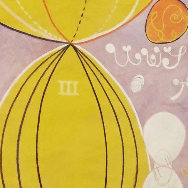 #Repost @marianaiannuzzi ・・・ Dentre muitas coisas sou artesã. Artesã de processos e experiências transformadoras.  A expressão astral, de mundos possíveis, do sutil em cores, formas e símbolos de #hilmaafklint foi o nosso mergulho de hoje. Saio encantada e grata pela oportunidade de desenhar e facilitar esta experiência que também une mundos, abre novas possibilidades de construção nas organizações,  através da sensibilização e valorização das relações na equipe, estimulando a conexão conosco, entre nós e com o todo. #sensibilizandoorganizacoes #desenhodeexperiencias #pinacoteca #pinacotecasp #corpoalmaeestilo #arte #artenasorganizacoes #mariti