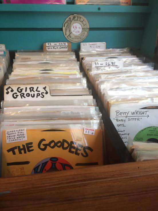 http://brokelyn.com/vinyl-lives-guide-27-record-stores-brooklyn/