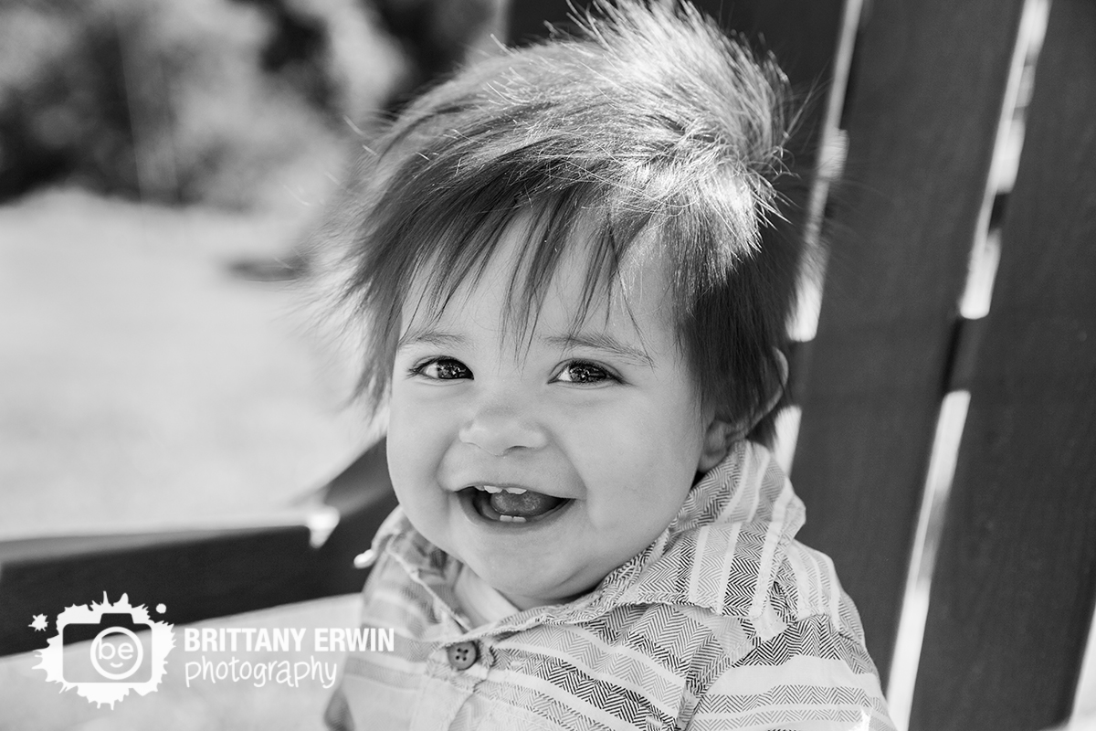 Indianapolis-first-birthday-baby-boy-portrait-photographer-smiling-chair.jpg