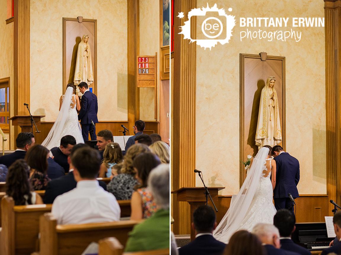 Indianapolis-wedding-photographer-catholic-ceremony-rose-to-mary.jpg