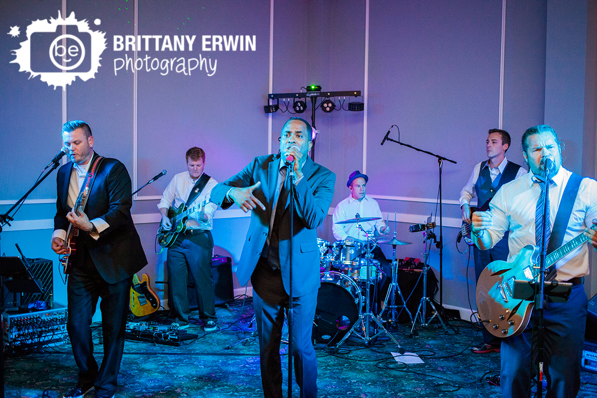 Indianapolis-wedding-reception-photographer-live-band-at-the-palms.jpg