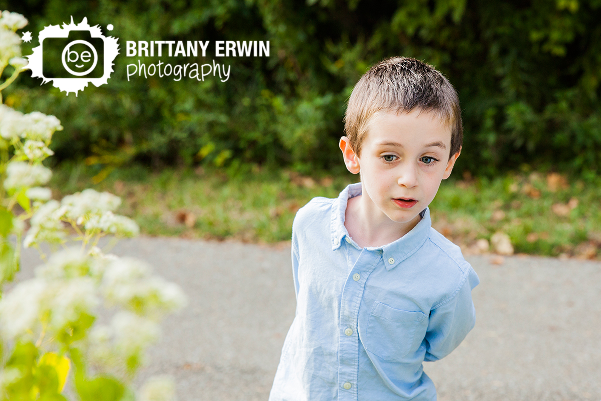 Indianapolis-outdoor-portrait-photographer-boy-play-in-nature-park.jpg