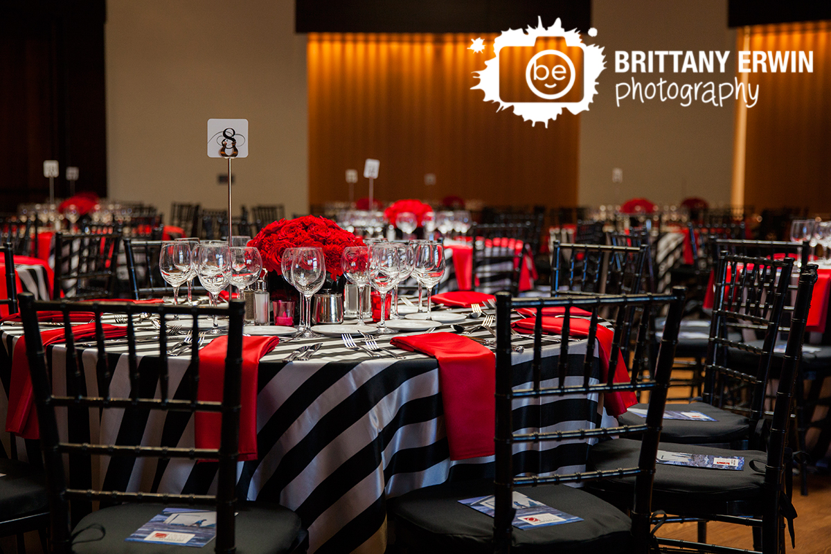 Indianapolis-quest-for-the-west-Eiteljorg-Museum-venue-photographer-red-napkin-black-white-table-setting.jpg