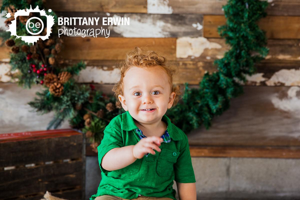 Indianapolis-christmas-mini-portrait-session-photographer-wreath.jpg