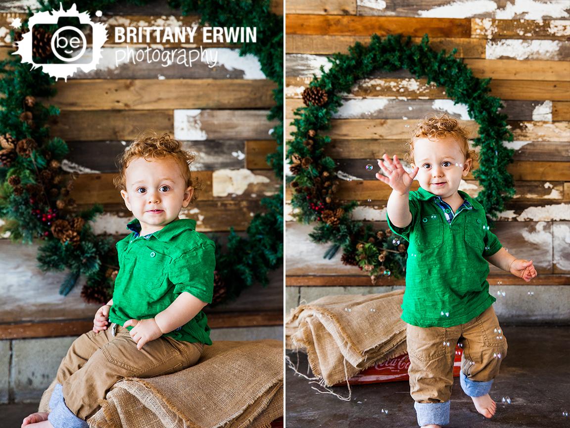 Indianapolis-christmas-mini-studio-session-wreath-rustic-photographer.jpg