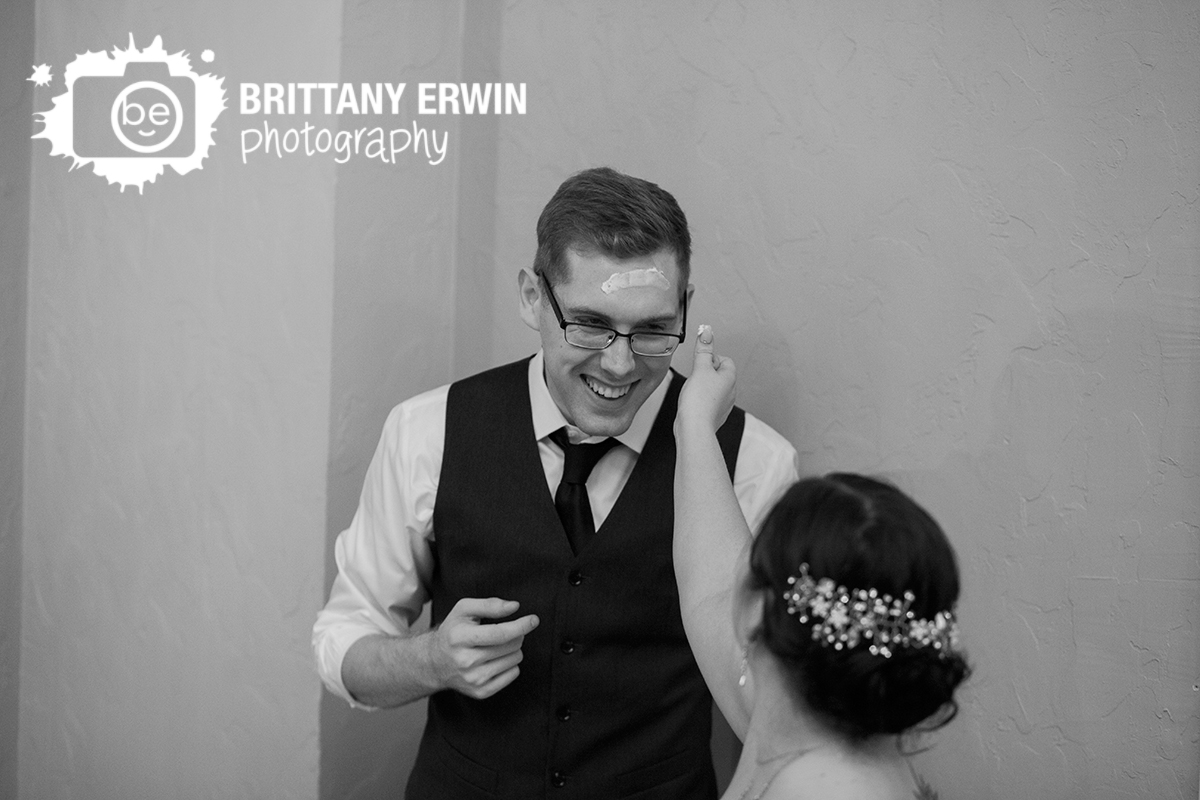 Indianapolis-cake-smash-simba-reception-wedding-photographer-Hillcrest-Country-Club.jpg