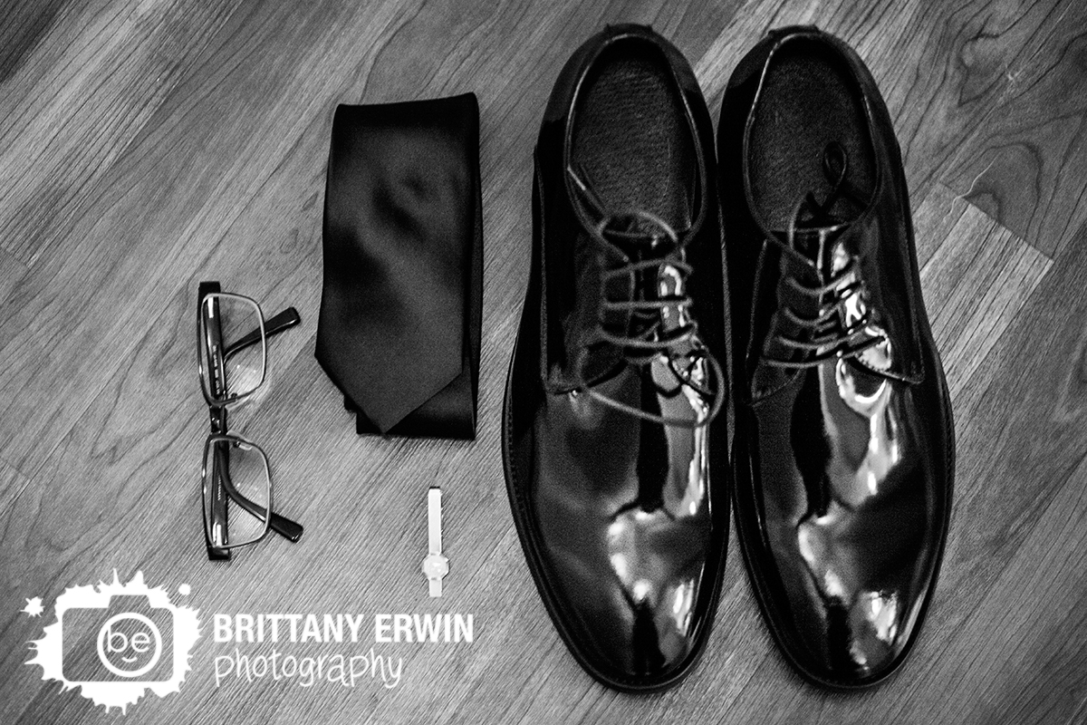 Indianapolis-wedding-photographer-groom-shoes-tie-clip-glasses-detail.jpg