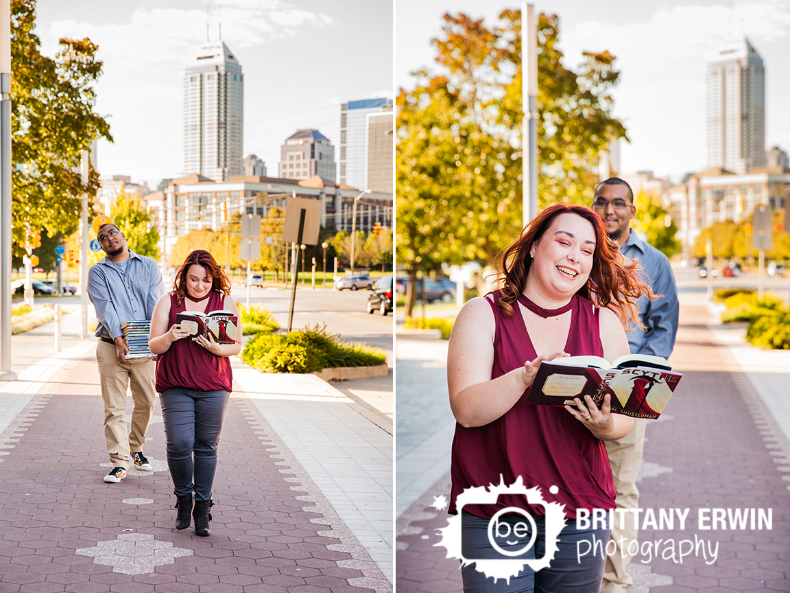 Fountain-Square-downtown-skyline-reading-book-tower-engagement-portrait-photographer-Brittany-Erwin-Photography.jpg