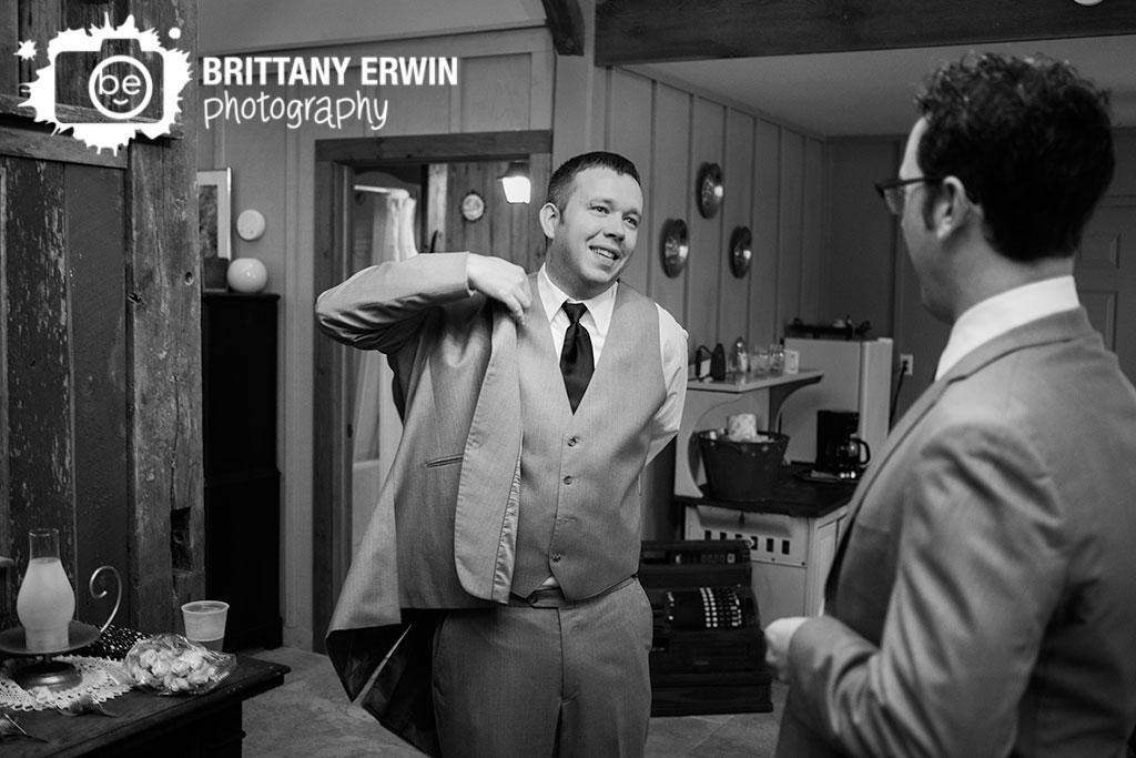 Story-Inn-Nashville-Indiana-photographer-wedding-groom-getting-ready-suit.jpg