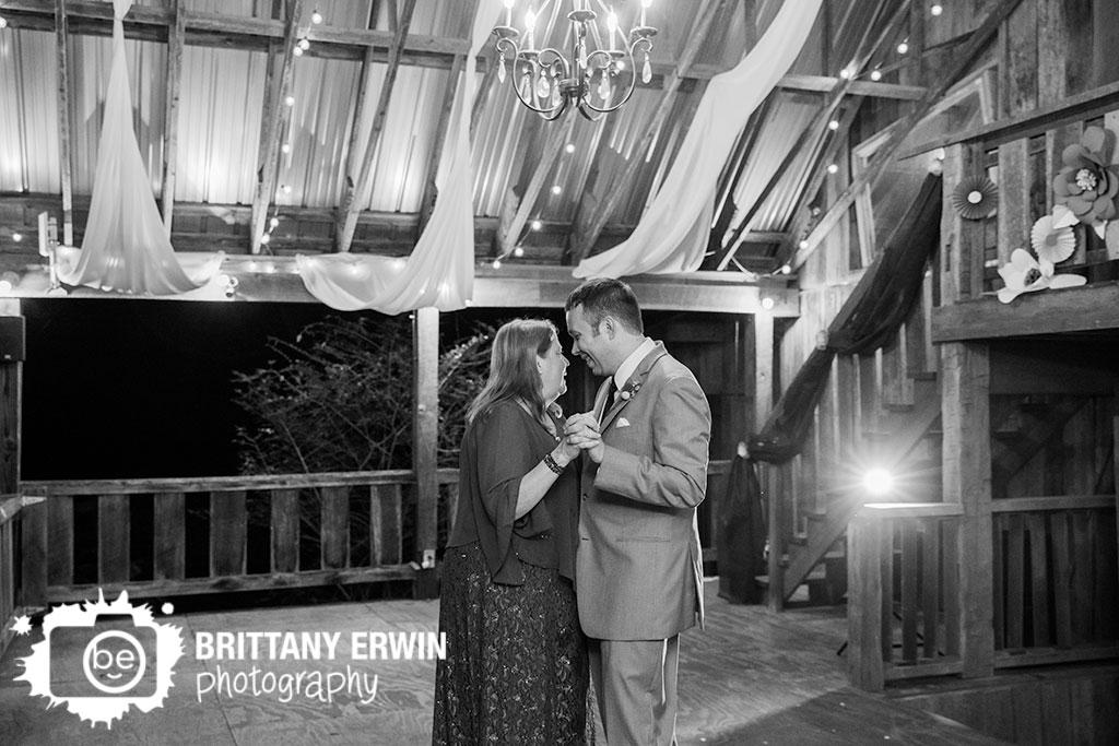 Story-Inn-wedding-photographer-mother-son-dance.jpg