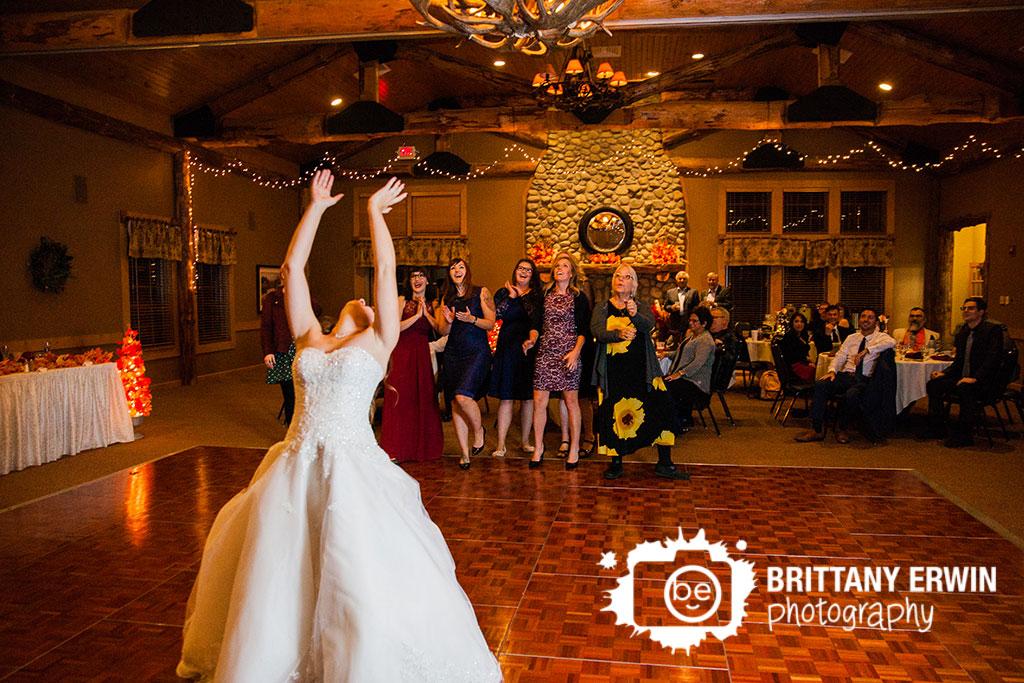 Purgatory-Golf-Course-Noblesville-Indiana-wedding-photographer-bouquet-toss.jpg