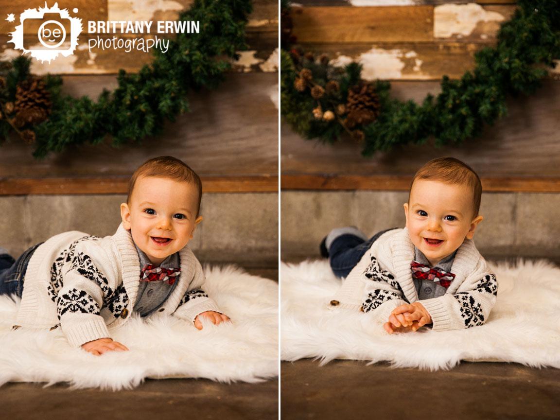 Indianapolis-portrait-photographer-studio-christmas-baby-boy-wreath.jpg