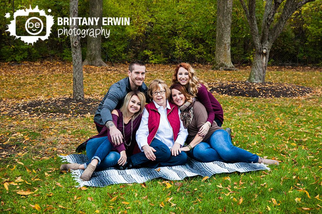 Indianapolis-family-portrait-photographer-group-on-mexican-blanket.jpg