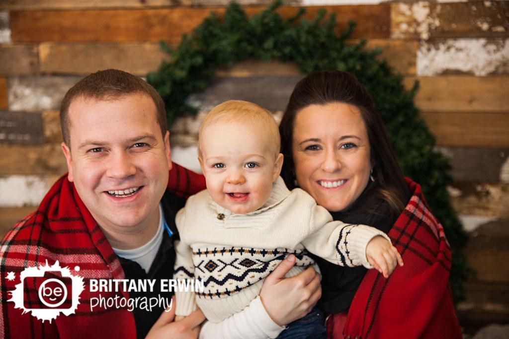 Indianapolis-studio-portrait-photographer-family-christmas-blanket.jpg