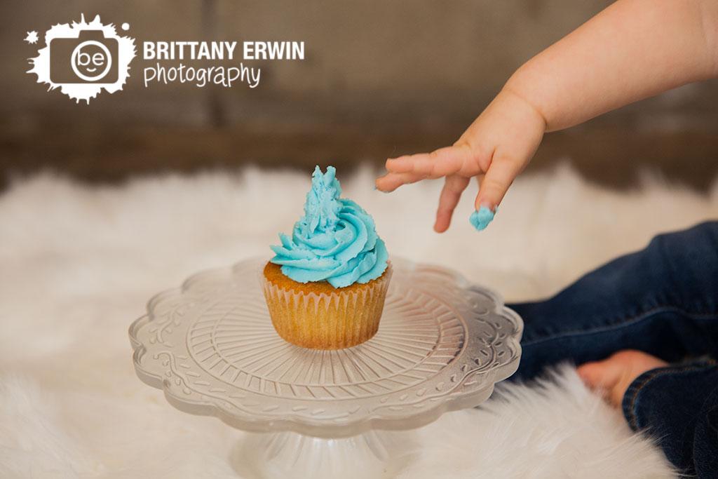 Indianapolis-studio-portrait-photographer-baby-boy-cupcake-cake-smash.jpg