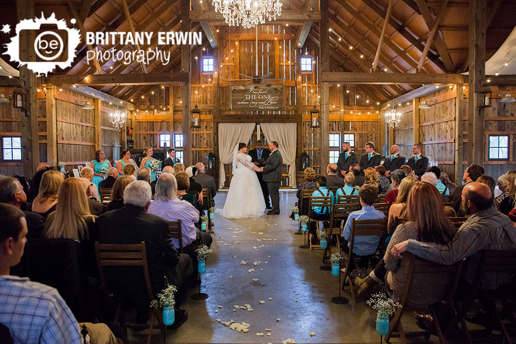 Indiana-Barn-at-Kennedy-Farm-rustic-wedding-photographer-stylish-ceremony.jpg