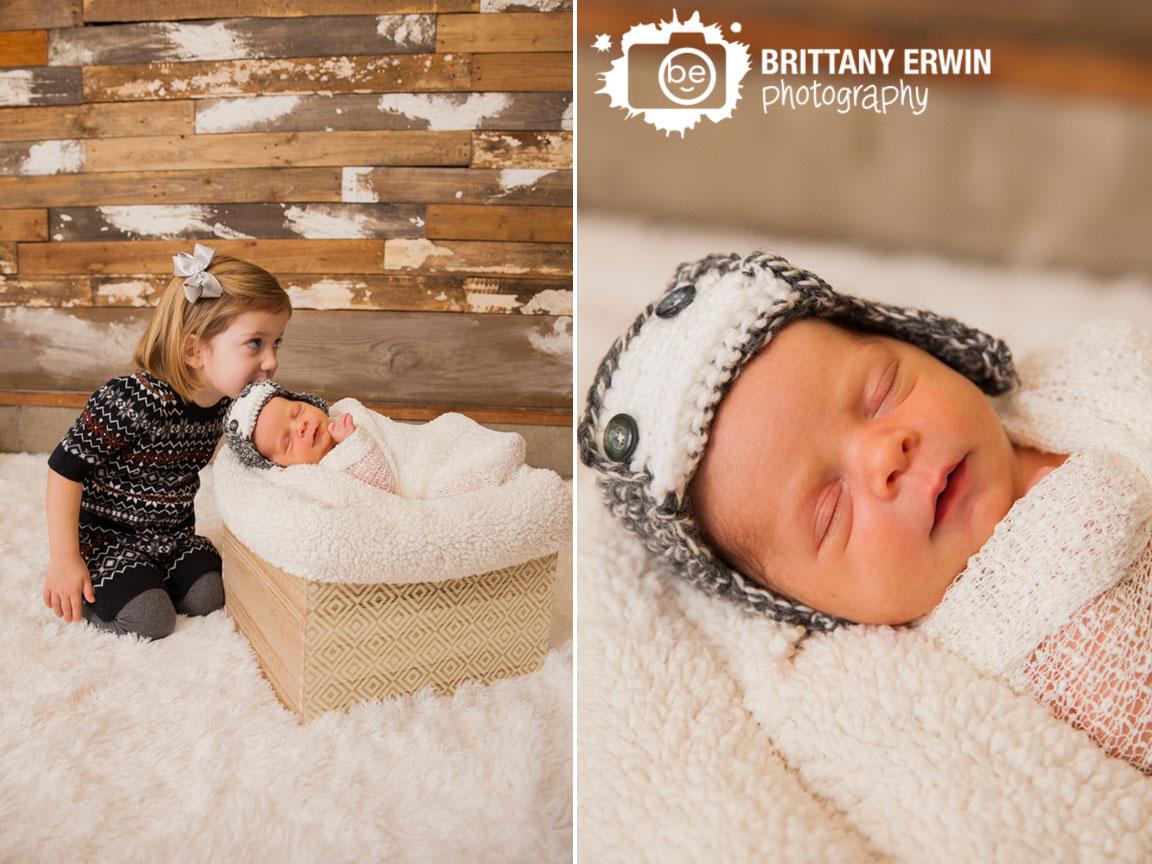 Speedway-Indiana-newborn-studio-photographer-sister-with-baby-brother-kiss-crochet-hat.jpg