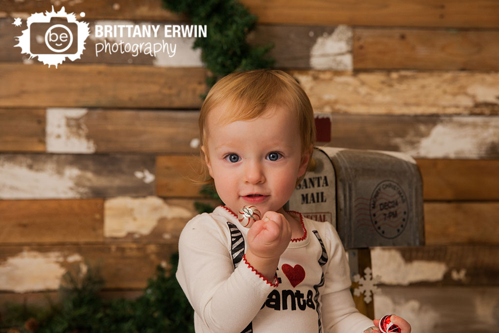 Speedway-Indiana-baby-girl-christmas-ornament-mini-session-rustic-barn-wall.jpg