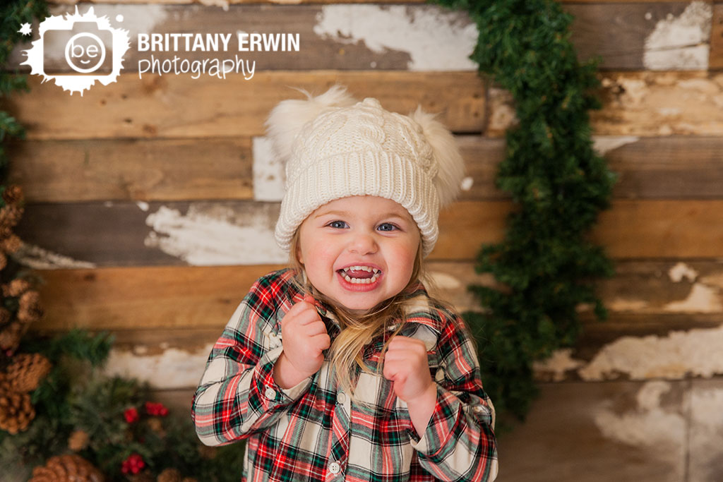 Speedway-Indiana-portrait-photographer-christmas-wreath-knit-hat-excited-girl.jpg