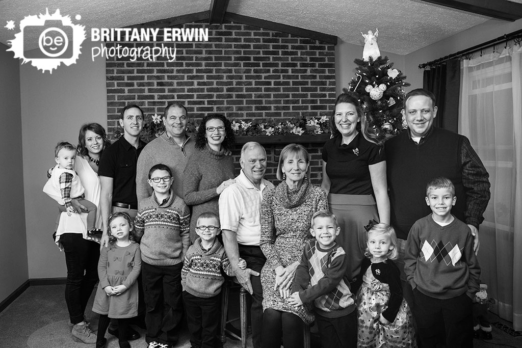 Indianapolis-lifestyle-family-portrait-group-in-home-christmas.jpg