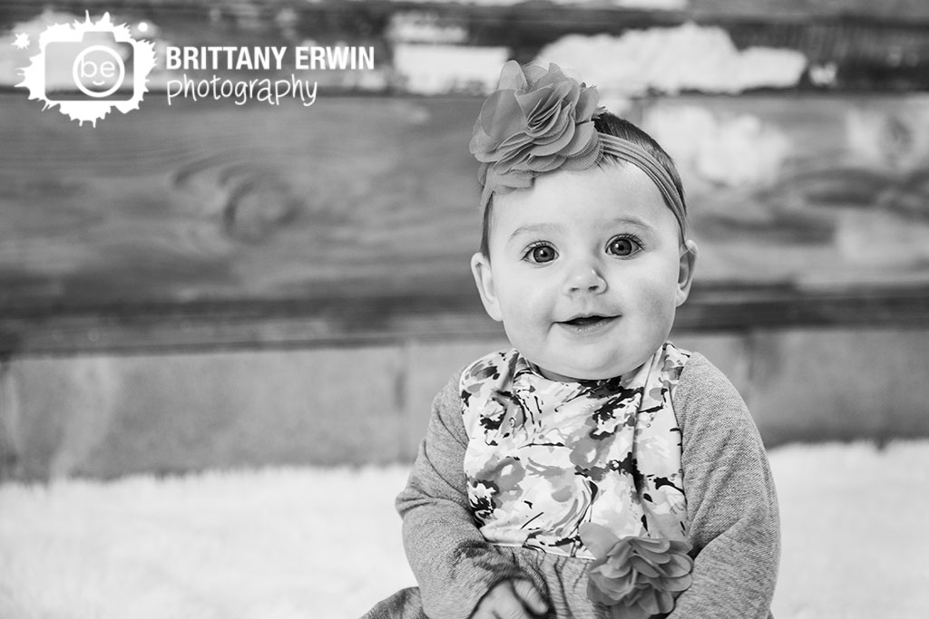 Speedway-Indiana-6-mo-baby-girl-portrait-studio-photographer-dress-hair-bow.jpg