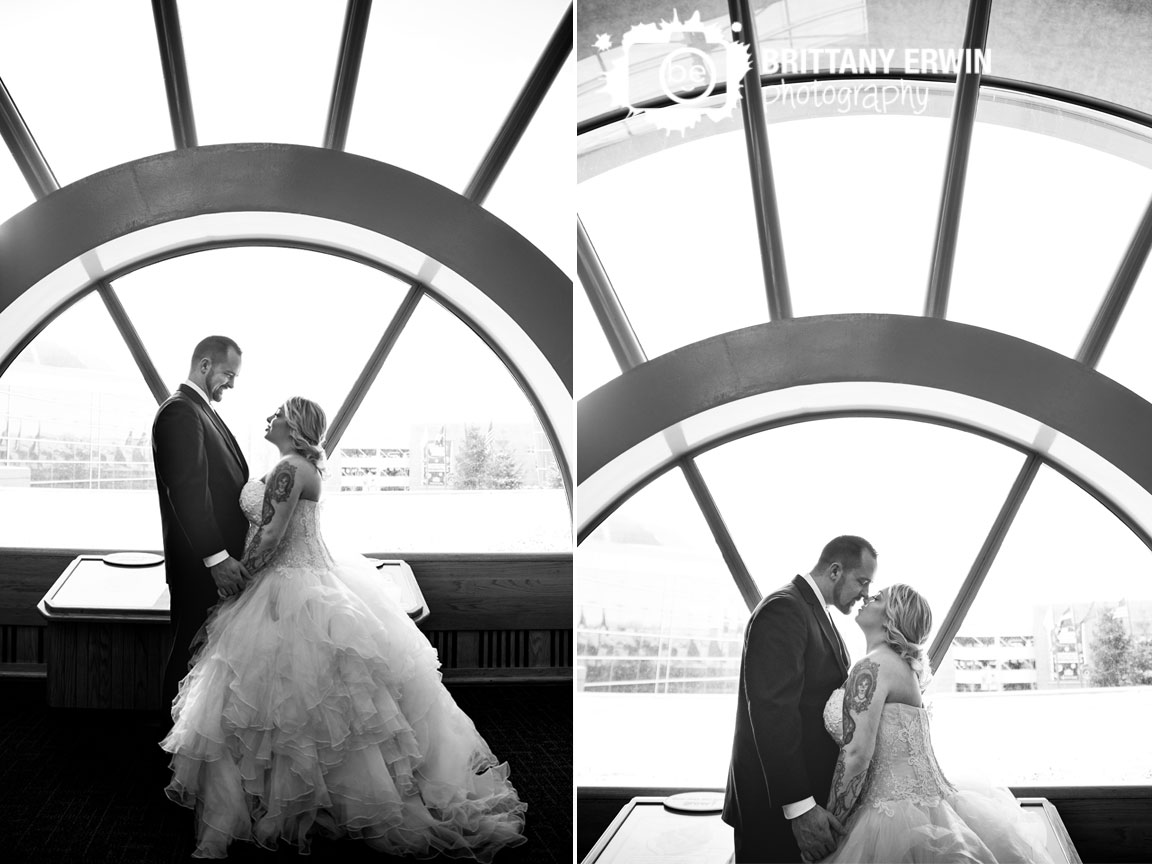 Indianapolis-Childrens-museum-wedding-couple-bridal-portrait-photographer-window-kiss.jpg