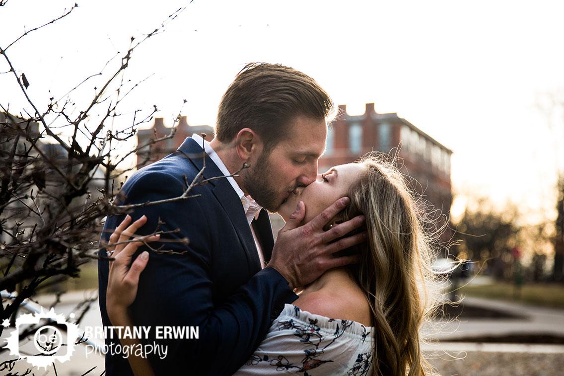 Bloomington-Indiana-University-photographer-sunset-kiss.jpg