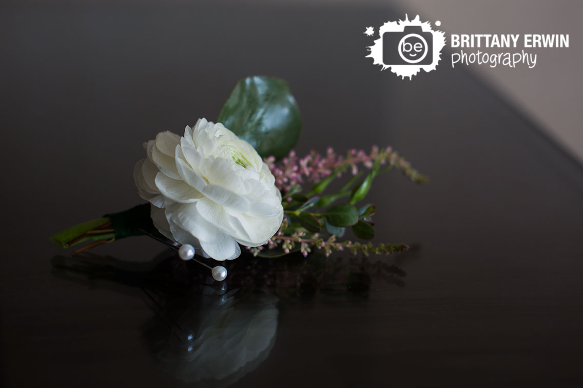 Indianapolis-wedding-photographer-custom-blooms-boutonierre-white-flower-pin.jpg