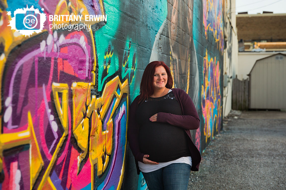 Fountain-Square-graffiti-mural-maternity-portrait-photographer-mother-to-be-stone-wall.jpg
