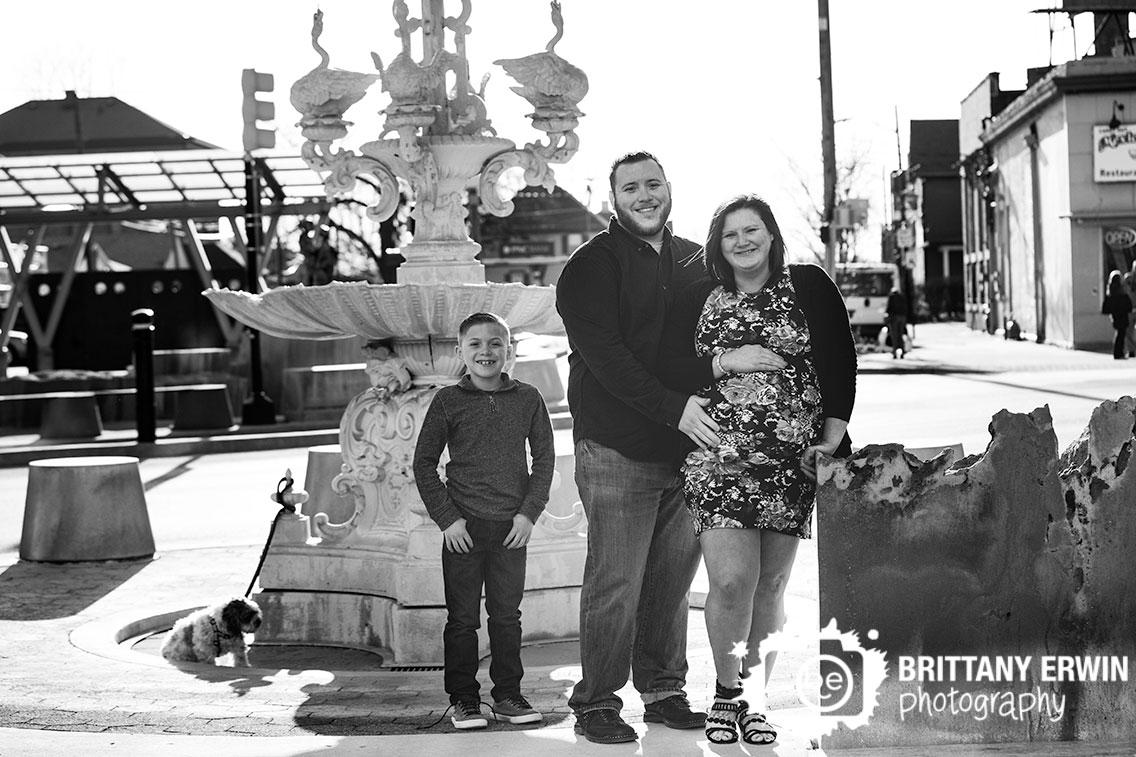 Fountain-Square-maternity-family-portrait-photographer-pet-town-center.jpg