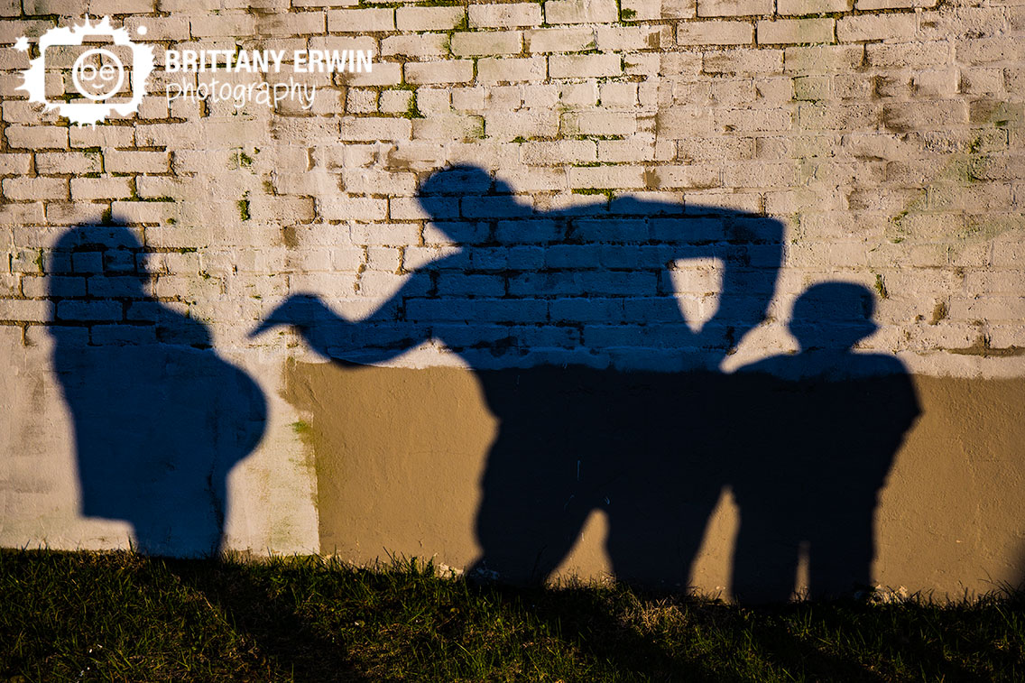 Indianapolis-maternity-portrait-photographer-shadow-silly-tea-pot-funny-fountain-square.jpg